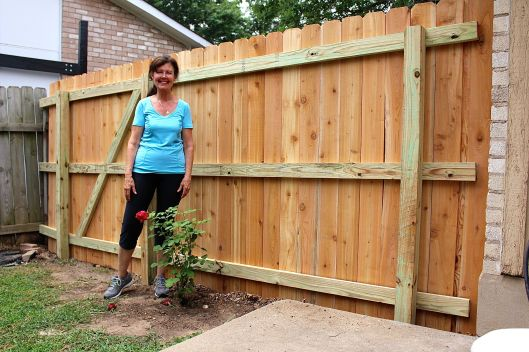 Mom's house today in North Austin got a brand spankin new fence -- and yardandplate traveled to be onsite during the build -- and boy did we learn some shortcut tricks on building a fence. Look at mom...so happy with this new segment. Cedar planks and all.