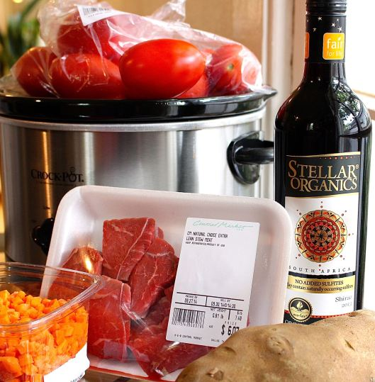 This is a pretty easy stew ... helped by pre-cut carrots, onions, and lean stew meat. (And that Stellar Organic Wine sure makes things seem 'easy' after two or three glasses....