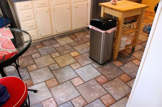 Here's the old tile floor ... come on ... I know you want some lol!!